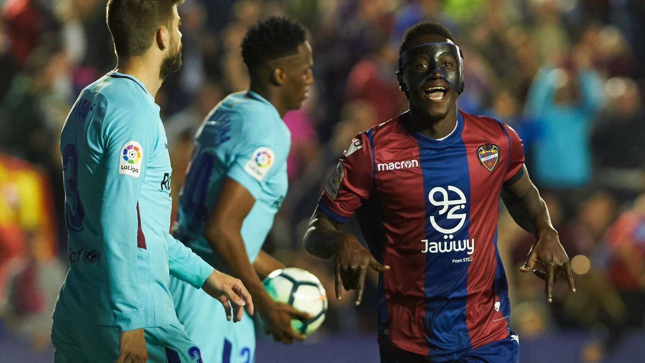 Emmanuel Boateng celebrates during Levante's La Liga win over Barcelona.