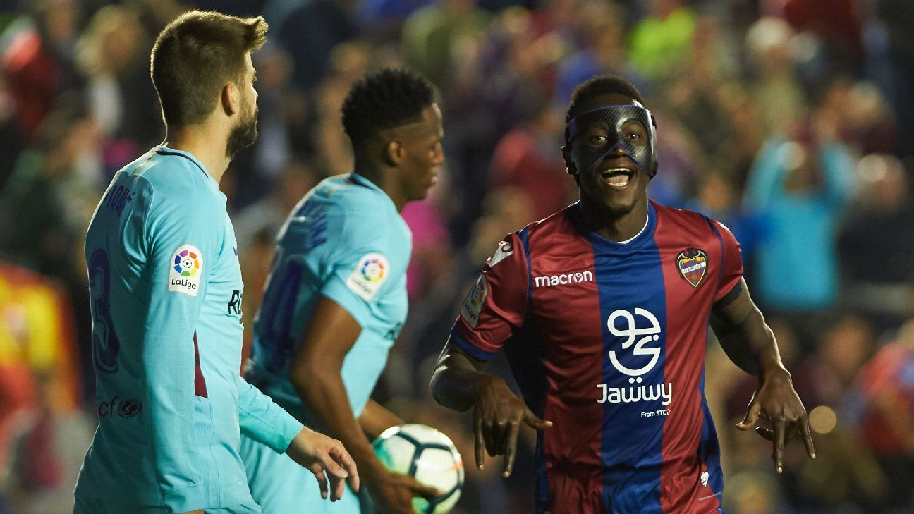 Emmanuel Boateng of Levante UD celebrates a goal during the La Liga match between Levante and FC Barcelona, at Ciutat de Valencia Stadium.