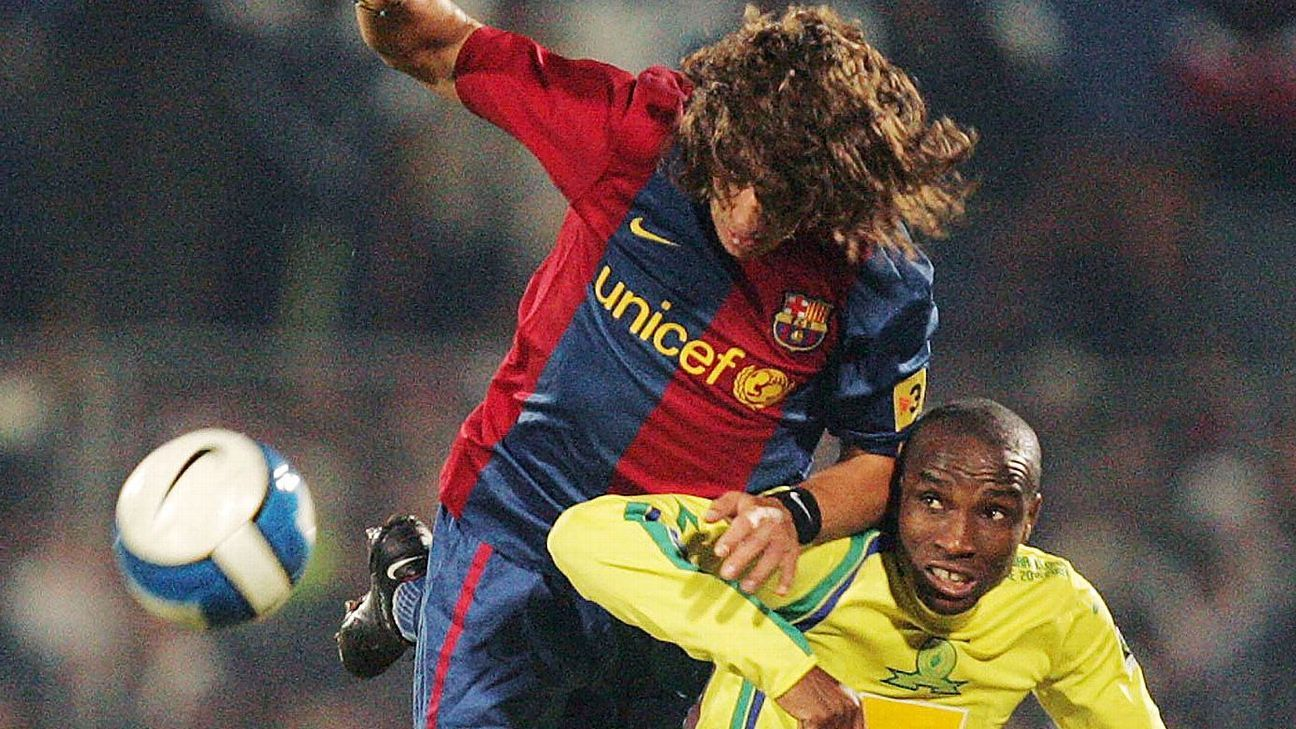 Carles Puyol challenges Surprise Moriri in 2007