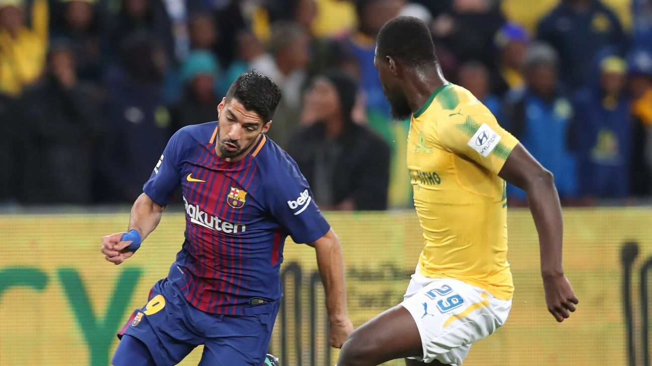 Luis Suarez of Barcelona challenged by Soumahoro Bangaly of Sundowns