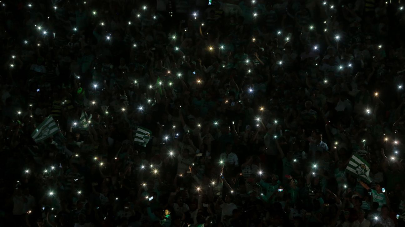 When the lights went out briefly inside Estadio Corona, it didn't dim the spirits of Santos' home fans.