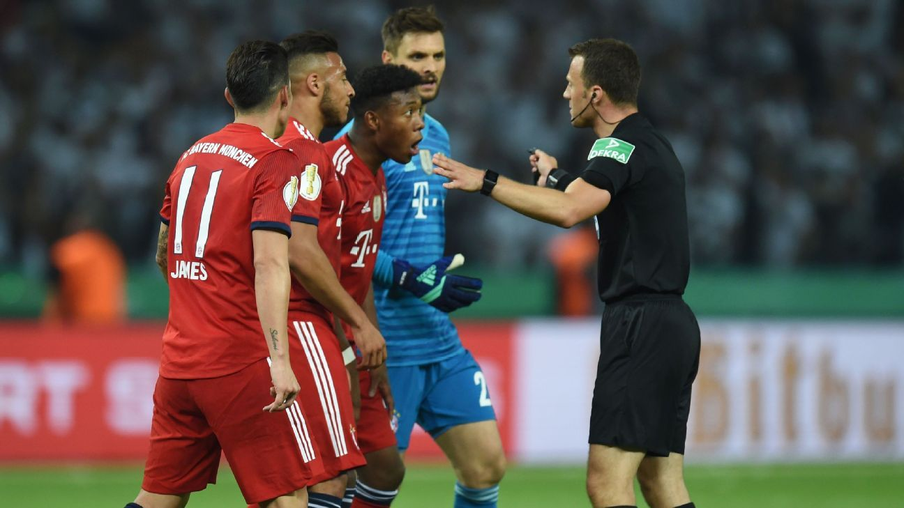 Bayern protest for a late penalty against Frankfurt in the German Cup final.