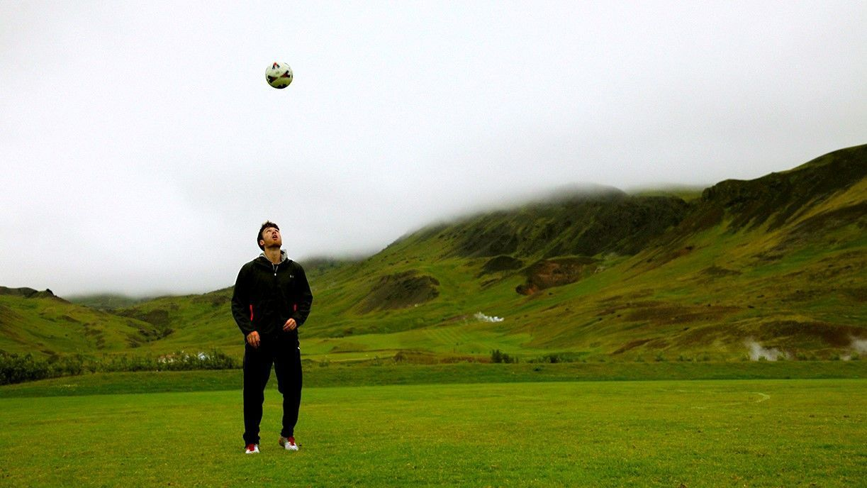 After his friendly with Lionel Messi, Matt Eliason moved to Iceland's first division.