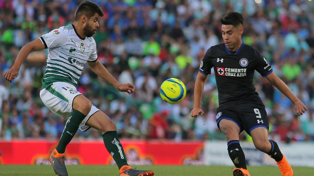 Since leaving Cruz Azul in 2013 Araujo, left, has gone from strength to strength at Santos Laguna.