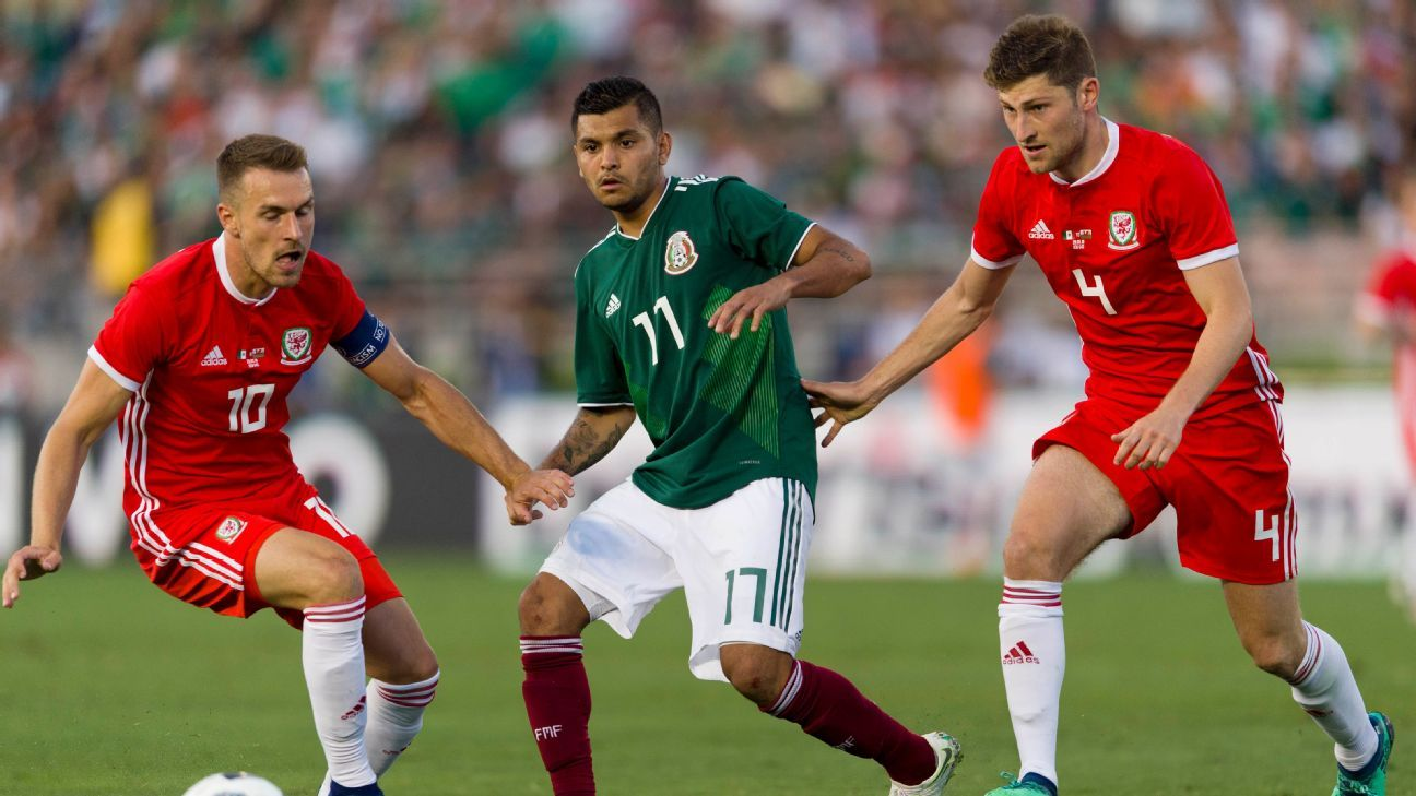 Jesus Corona fights off Aaron Ramsey and Ben Davies during Mexico's friendly vs. Wales.