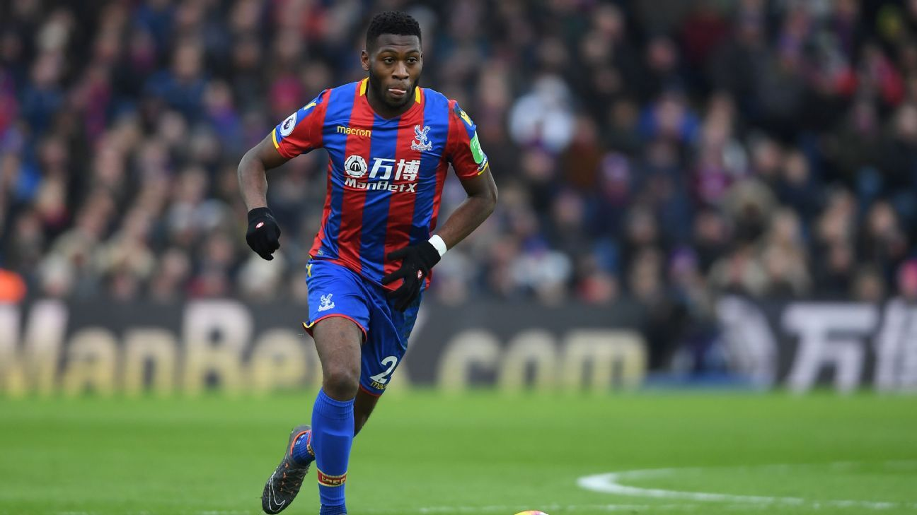 Timothy Fosu-Mensah dribbles during Crystal Palace's Premier League match vs. Newcastle.