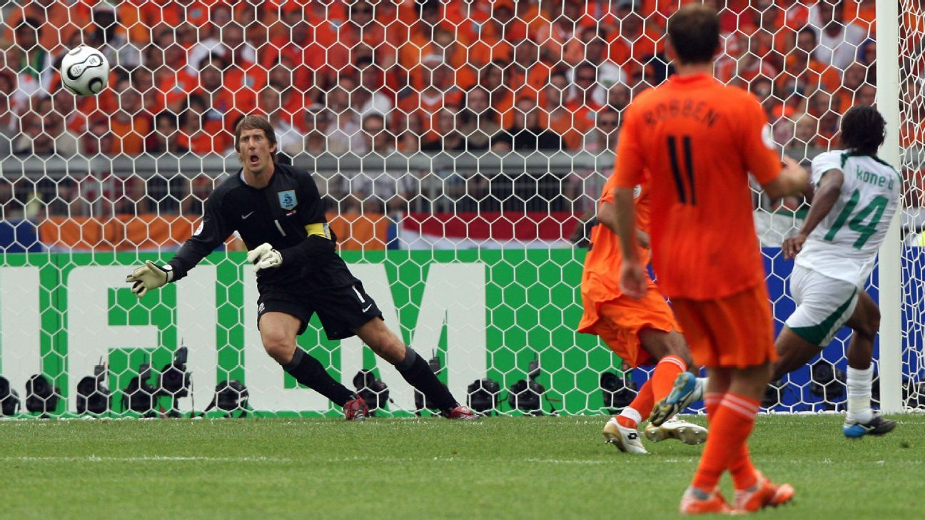 Edwin van der Sar concedes his first international goal in 1014 minutes.