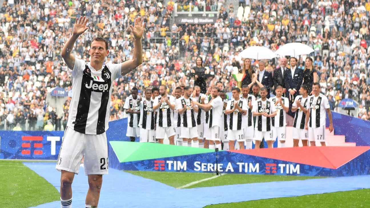 Stephan Lichtsteiner bids farewell to Juventus after winning seven league titles.