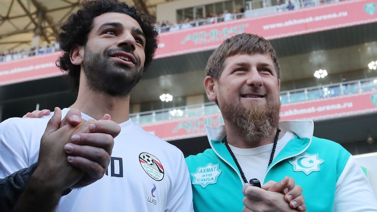 Mohamed Salah poses for a photo with Ramzan Kadyrov.