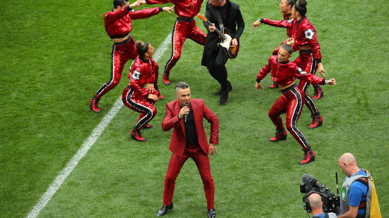 Robbie Williams performed the opening ceremony.