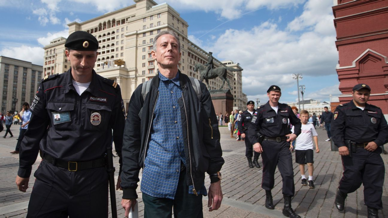 Tatchell detained by Russian police 180614