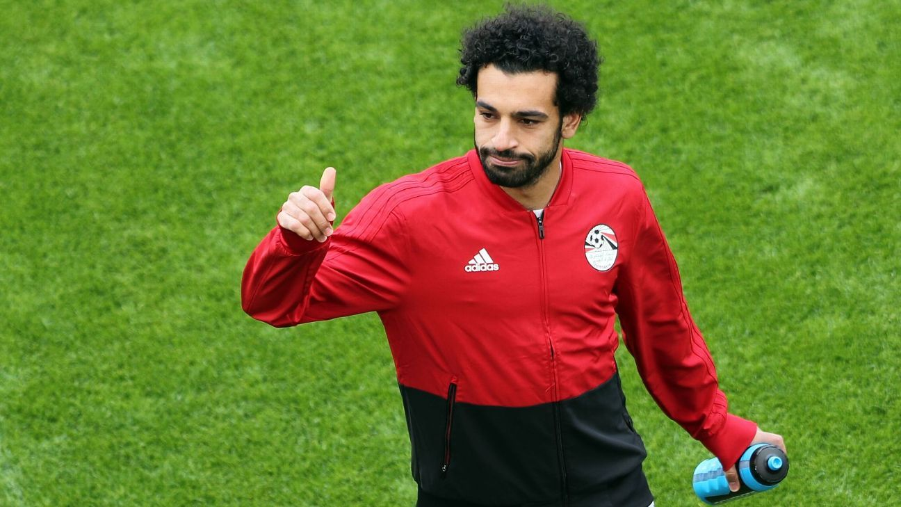 Mohamed Salah gives a thumbs up.
