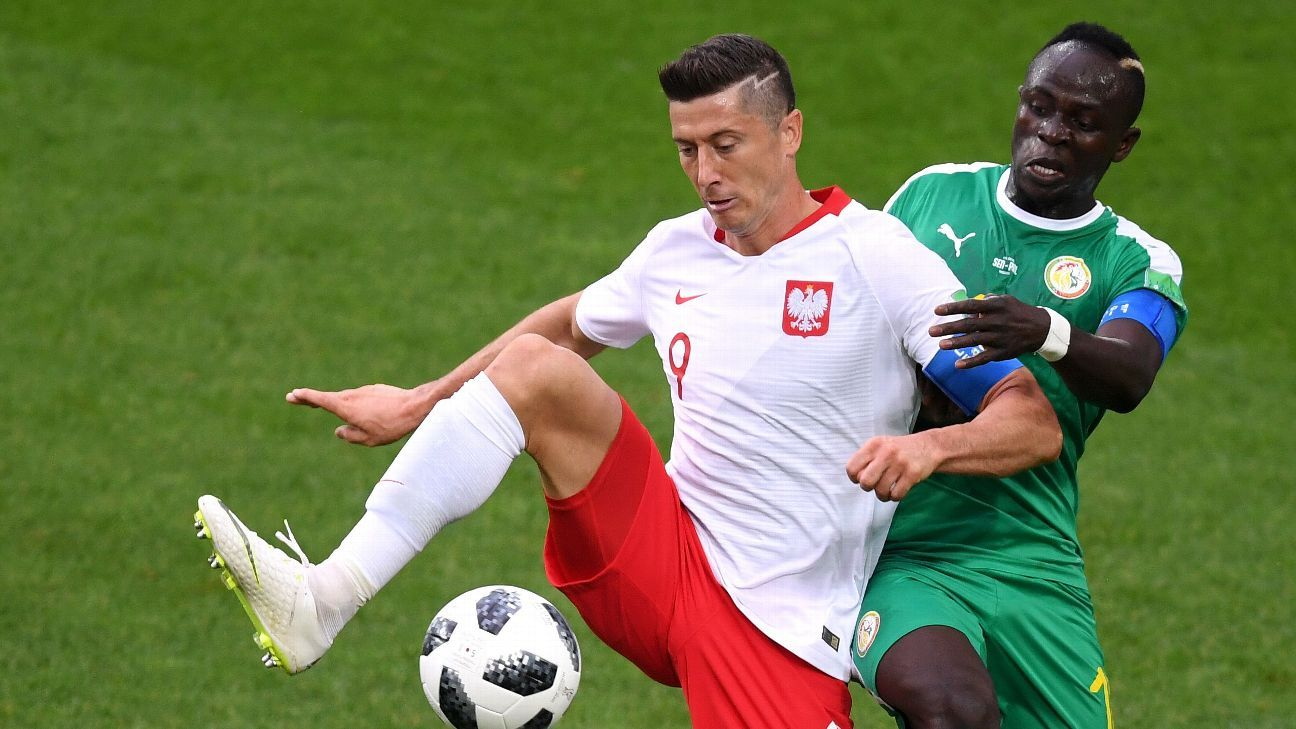 Robert Lewandowski, left, and Sadio Mane, right, went head-to-head on Tuesday.