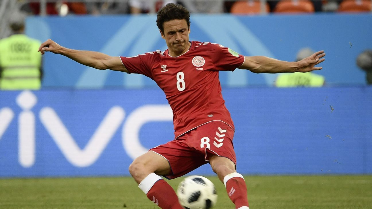Thomas Delaney shoots during Denmark's World Cup group-stage match vs. Peru.