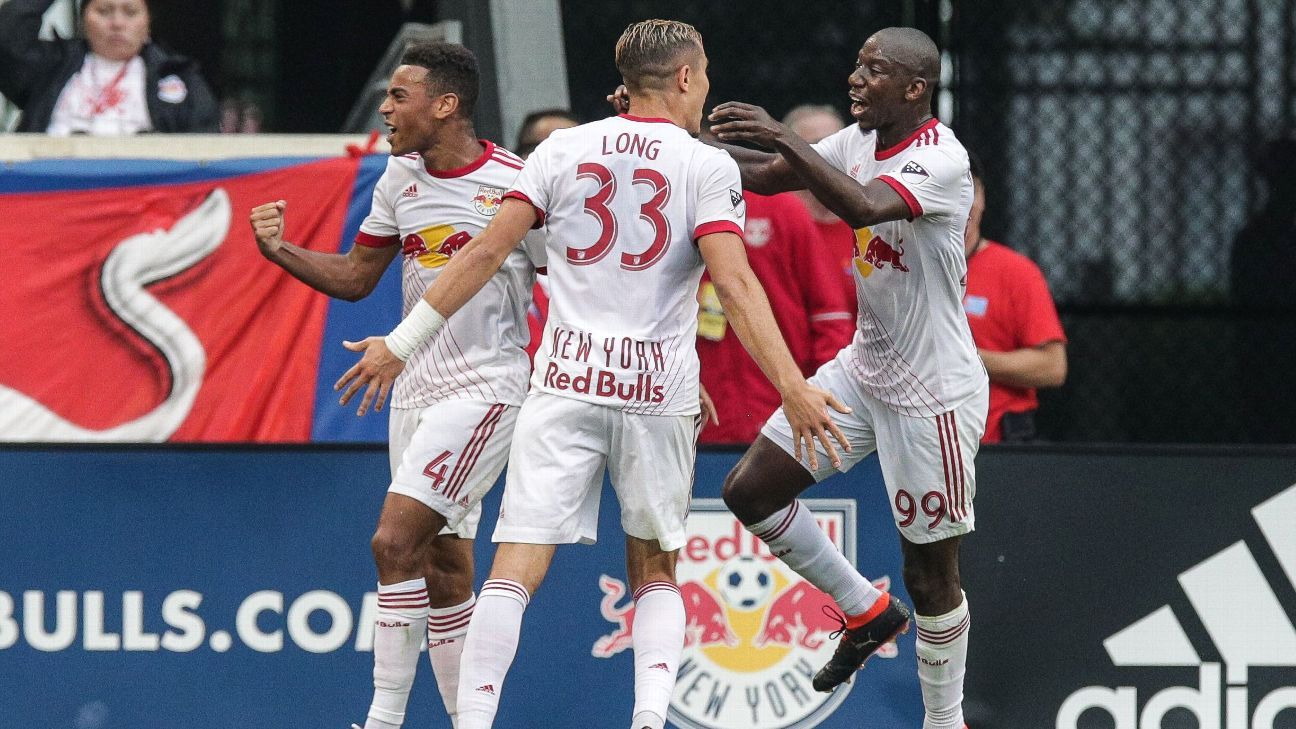 10-man Red Bulls cruise to 3-0 win over FC Dallas