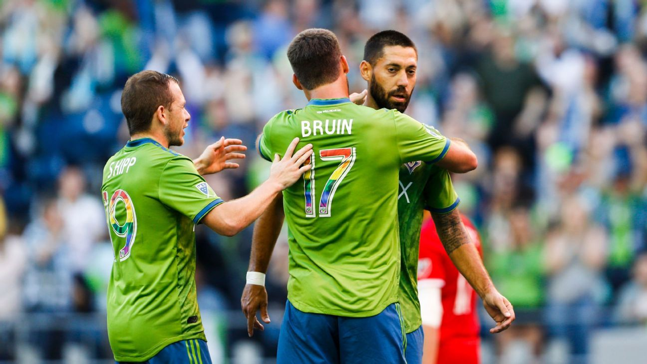 Clint Dempsey ties Seattle Sounders scoring record in Chicago Fire draw