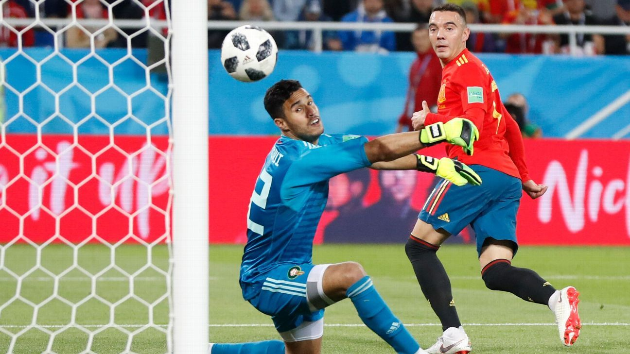 Spain's Iago Aspas, right, scores his side's second goal past Morocco goalkeeper Monir El Kajoui, during the group B match between Spain and Morocco at the 2018 soccer World Cup at the Kaliningrad Stadium in Kaliningrad, Russia, Monday, June 25, 2018.