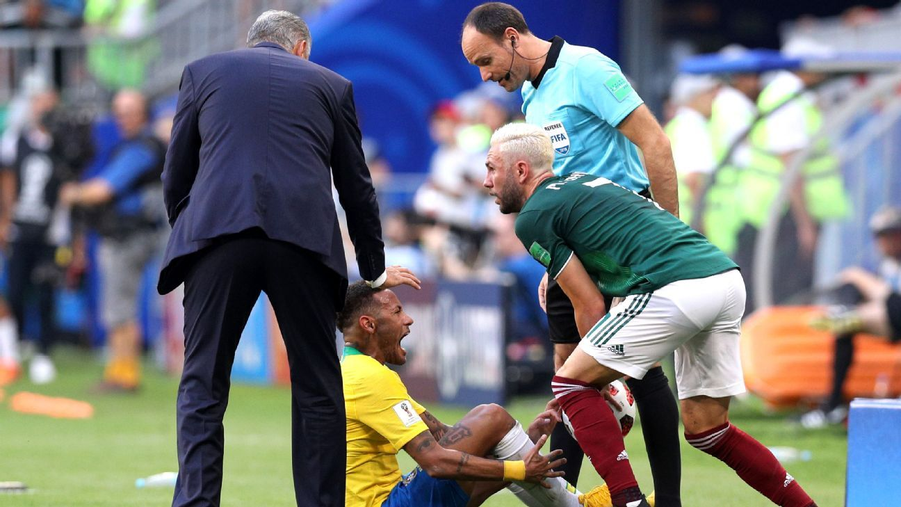 Neymar objected to Miguel Layun standing on his leg to retrieve the ball.