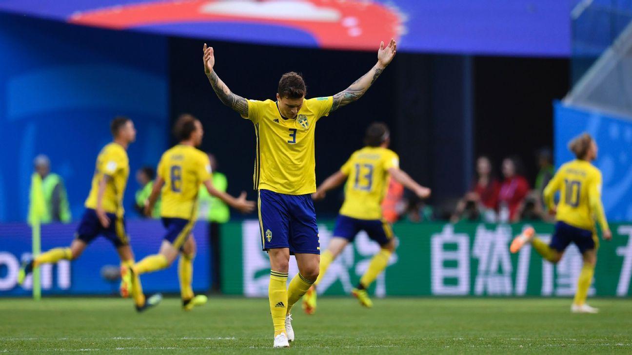 Sweden's defender Victor Lindelof celebrates