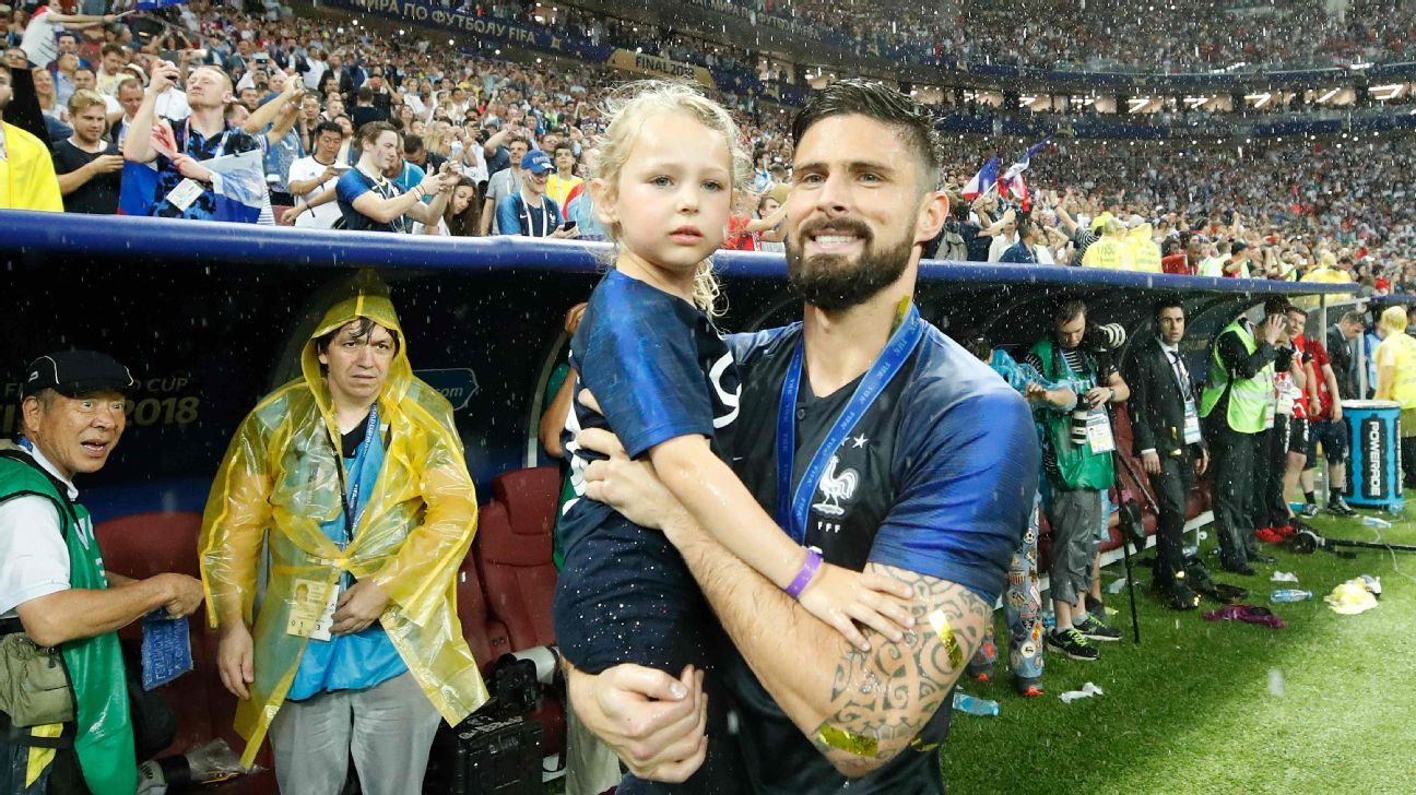 Olivier Giroud celebrates France's World Cup victory with his daughter.