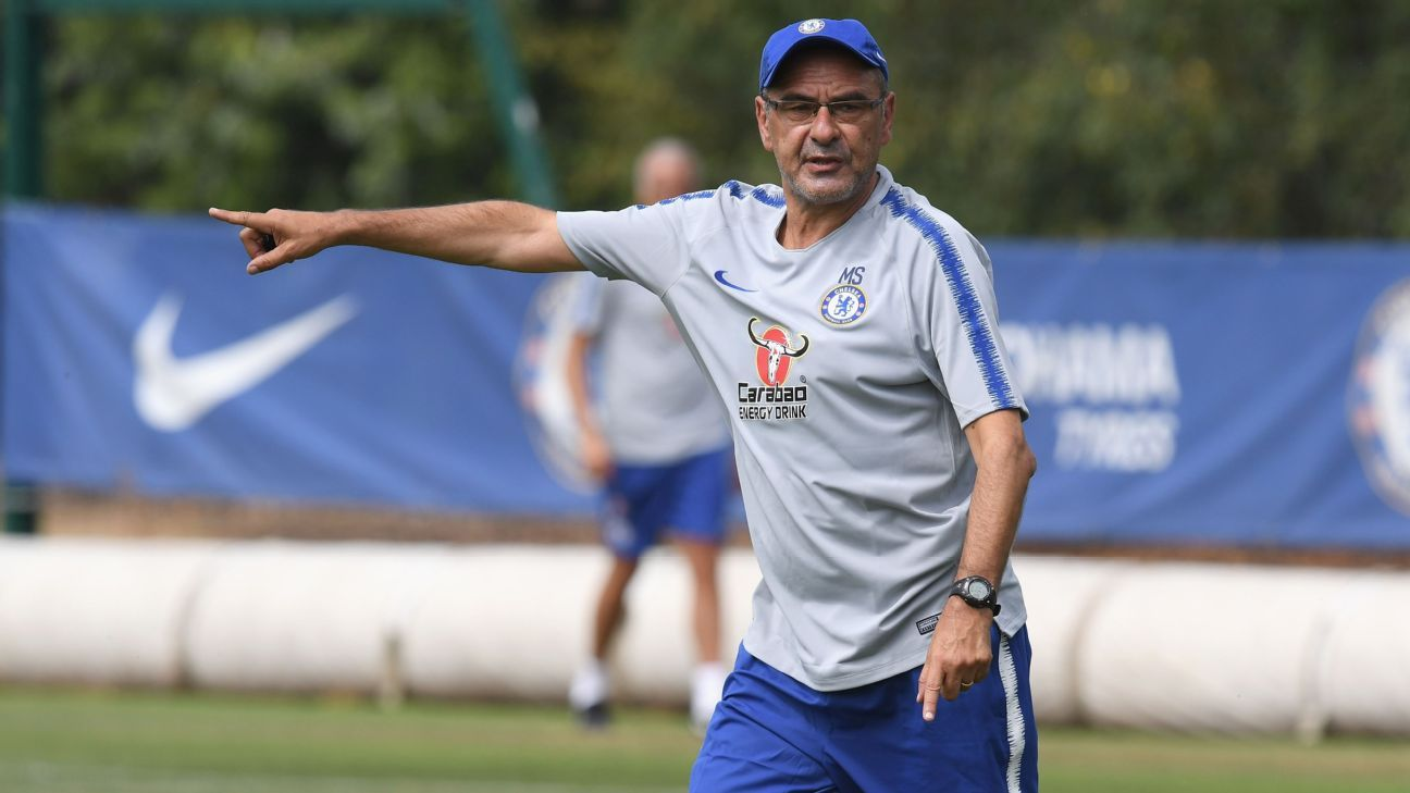 Maurizio Sarri taking charge of training.