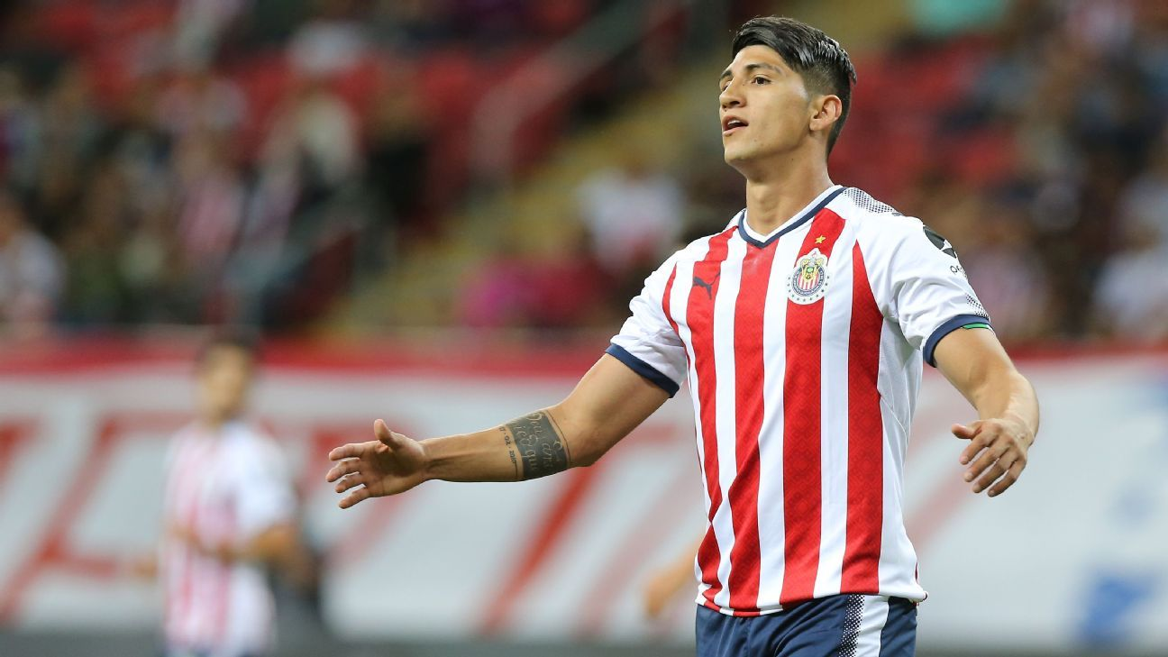 Alan Pulido reacts during Chivas' CONCACAF Champions League match against the New York Red Bulls.