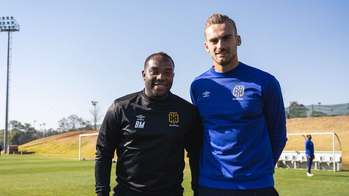 Cape Town City signs Dutch junior international goalkeeper Peter Leeuwenburgh.