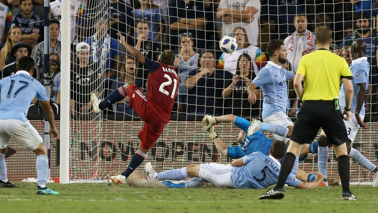 Michael Barrios nets hat trick as FC Dallas burns Sporting Kansas City