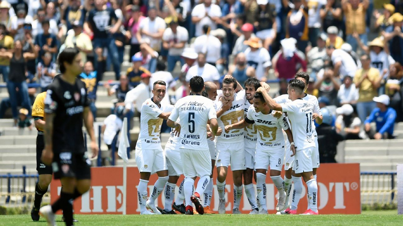 Pumas celebrate a goal against Necaxa