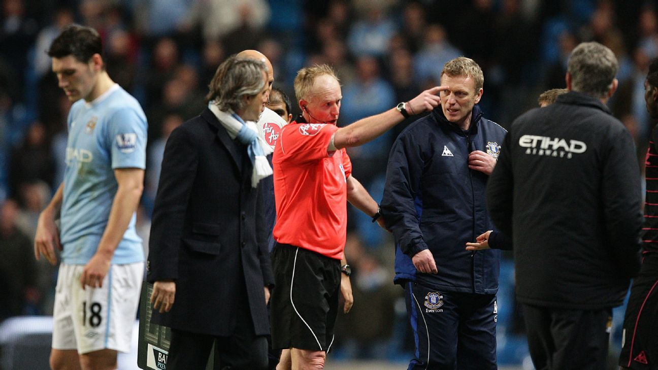 Peter Walton tries to calm David Moyes and Roberto Mancini.