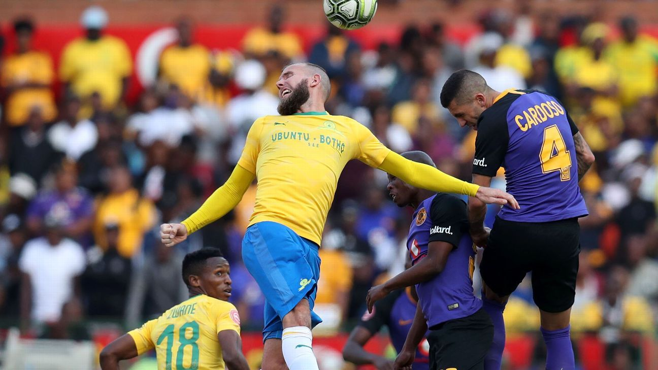 Jeremy Brockie of Mamelodi Sundowns is challenged by Daniel Cardoso of Kaizer Chiefs