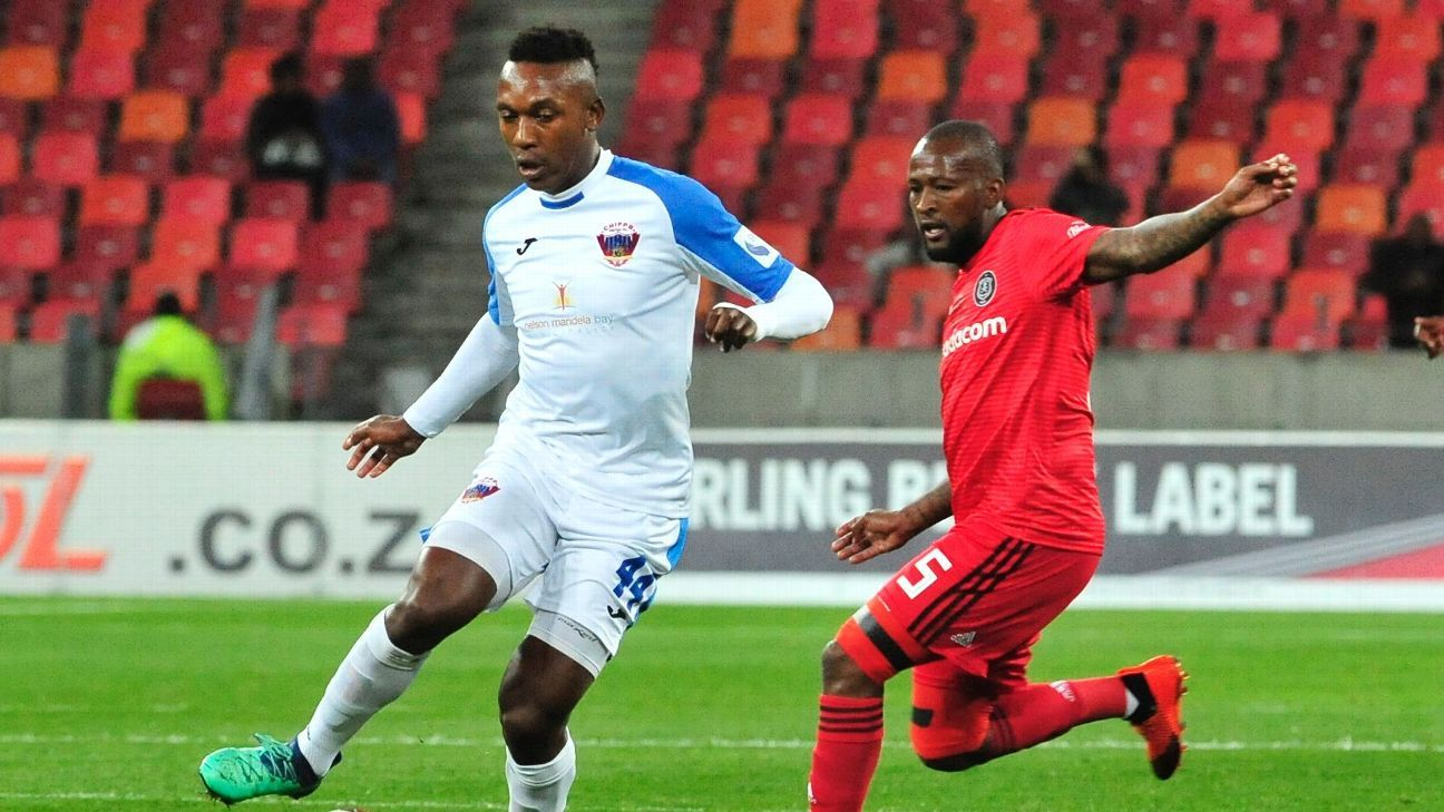 Boikanyo Komane of Chippa United, and Mpho Makola of Orlando Pirates