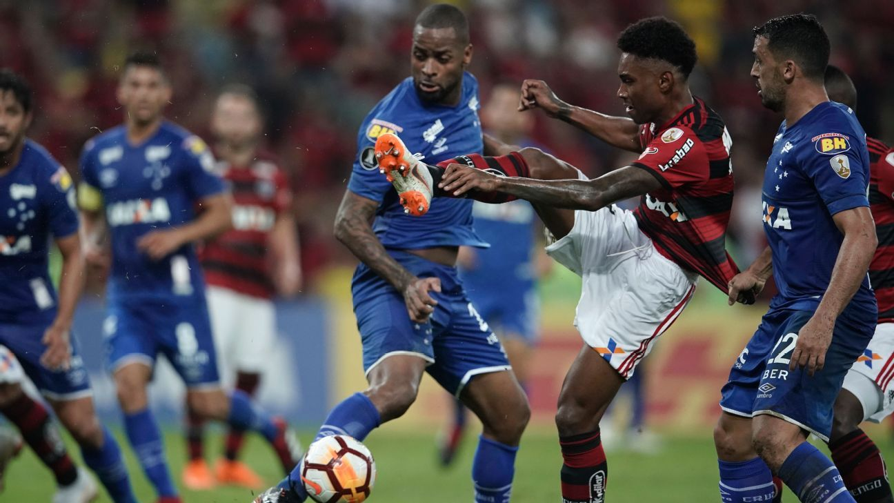 Cruzeiro's Dede has come a long way back from a devastating knee injury.