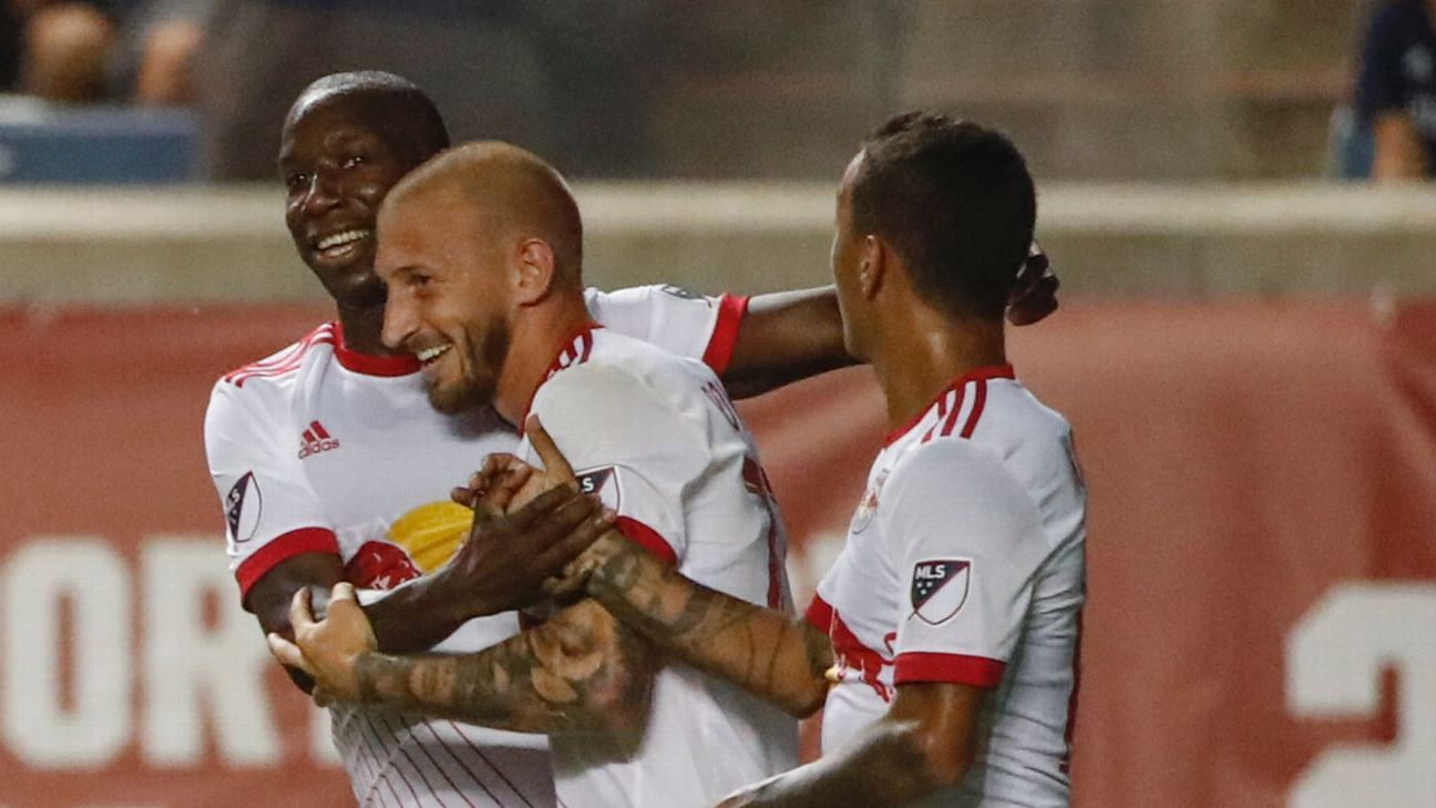 Bradley Wright-Phillips sends New York Red Bulls past the Chicago Fire