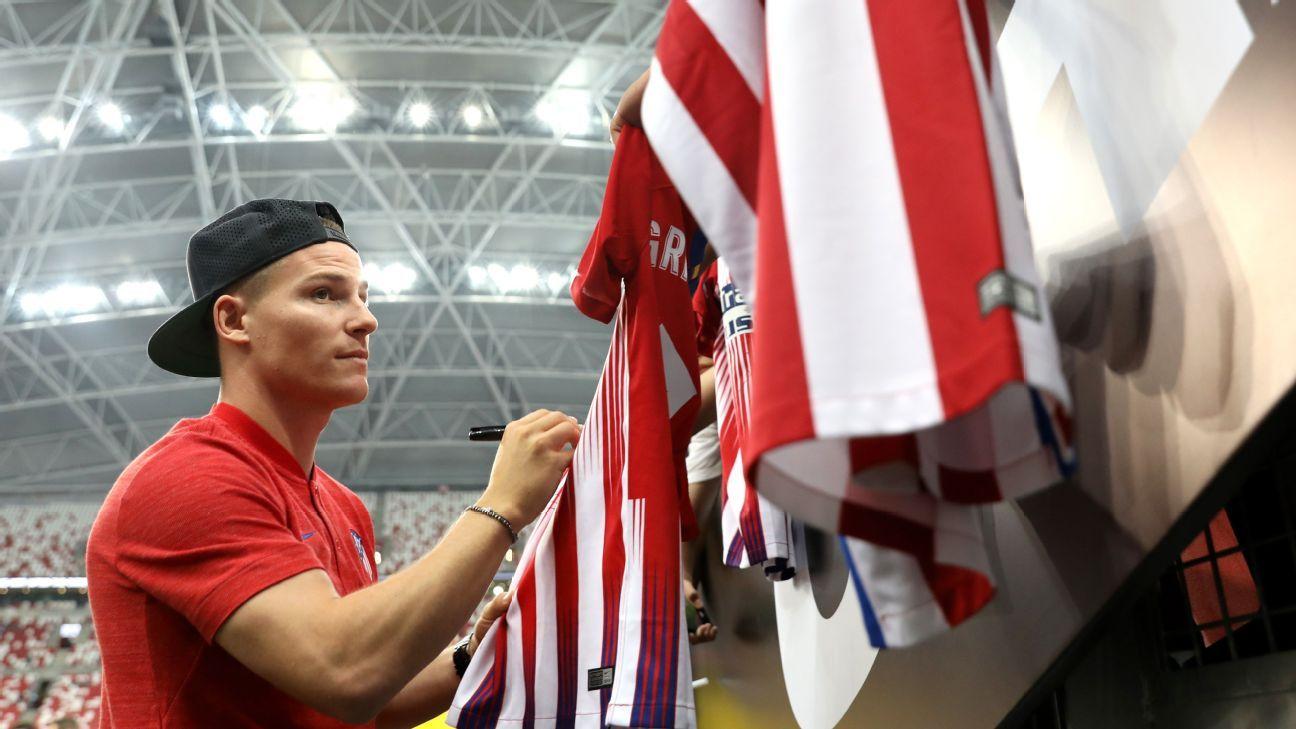 Atletico Madrid's Kevin Gameiro signs autographs before the friendly against PSG.
