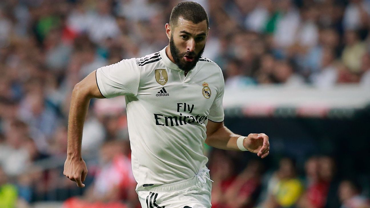 Karim Benzema has said Real Madrid thrive on the pressure of winning.