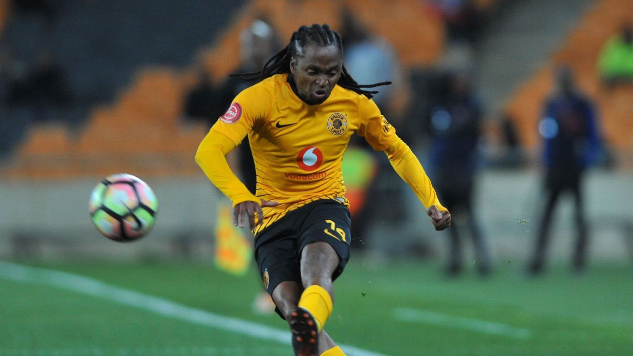 Kaizer Chiefs veteran Siphiwe Tshabalala in action in a Absa Premiership match