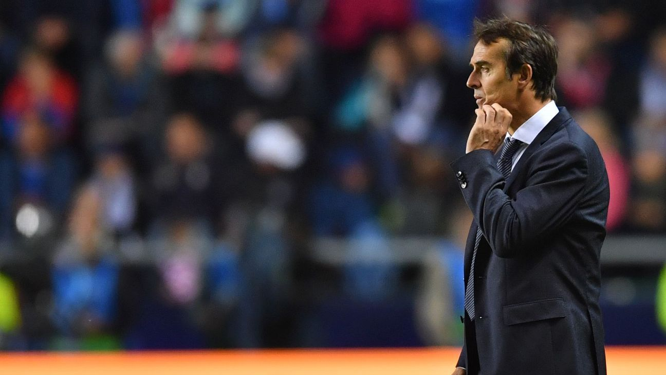 Julen Lopetegui looks on from the sidelines during Real Madrid's Super Cup loss to Atleti.