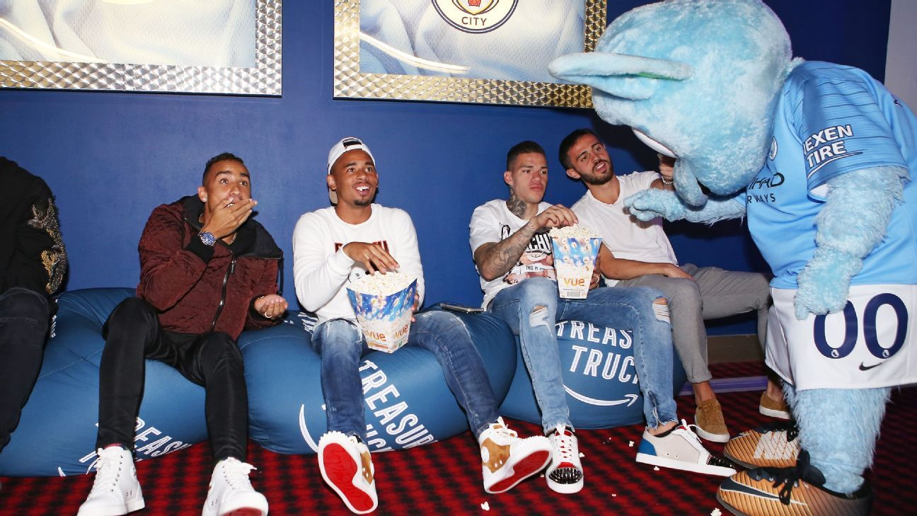 Danilo, Gabriel Jesus, Ederson Moraes, Bernardo Silva enjoy some popcorn with club mascot Moonchester
