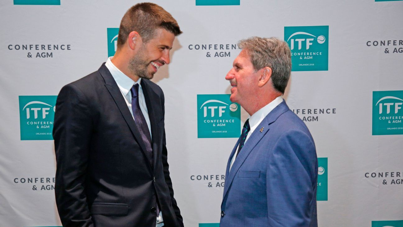 David Haggerty, President of the International Tennis Federation speaks with Barcelona's Gerard Pique.