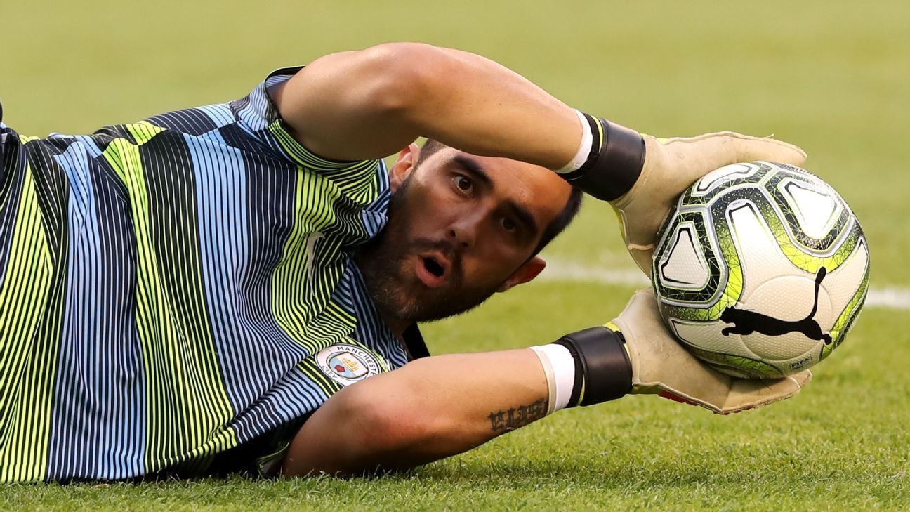 Manchester City goalkeeper Claudio Bravo damaged his Achilles tendon in training.