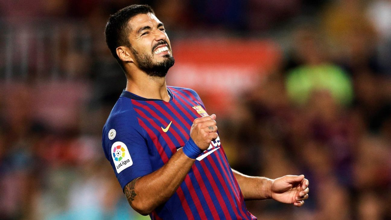 Luis Suarez looks on in Barcelona's La Liga win over Alaves.