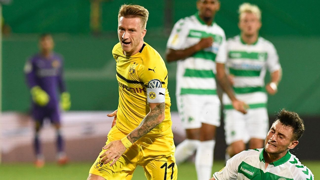 Marco Reus rides a challenge from a SpVgg Greuther Fuerth defender.