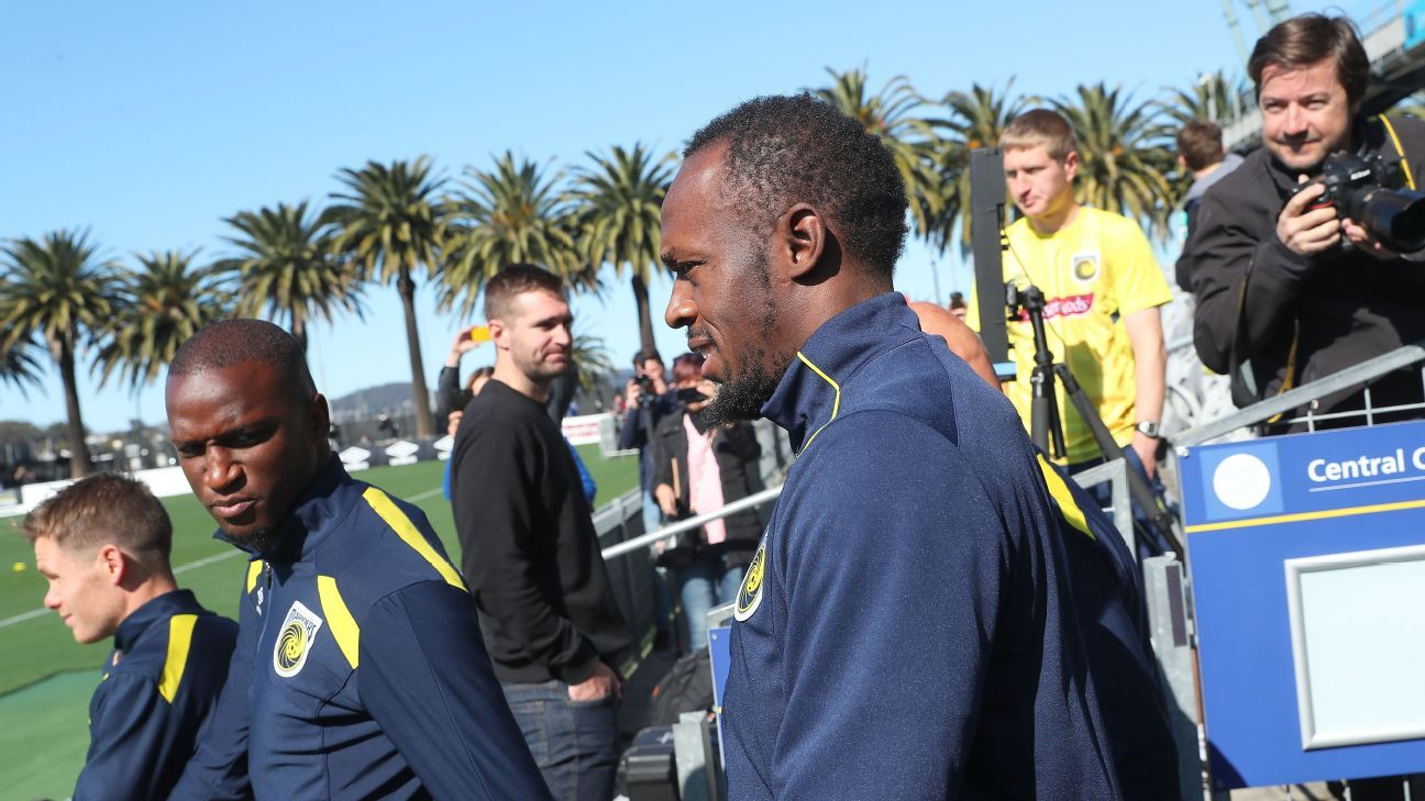 The world's fastest man, Usain Bolt, is attempting to win a professional football contract with A-League side the Central Coast Mariners.