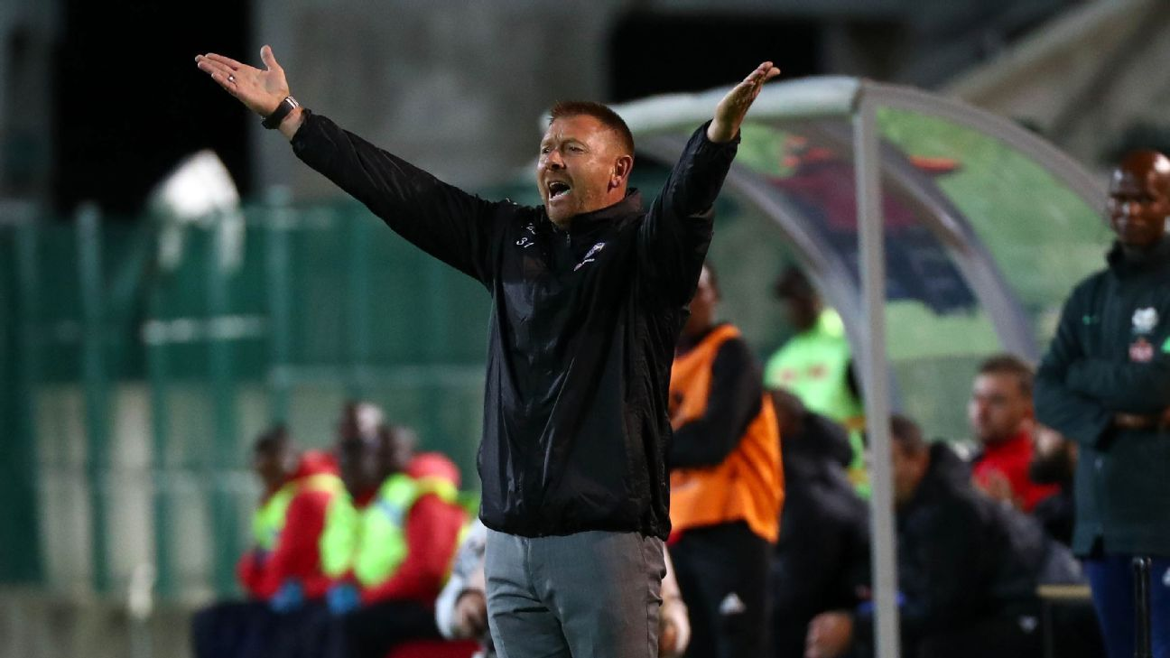 Eric Tinkler on the sidelines during his time as Supersport United coach