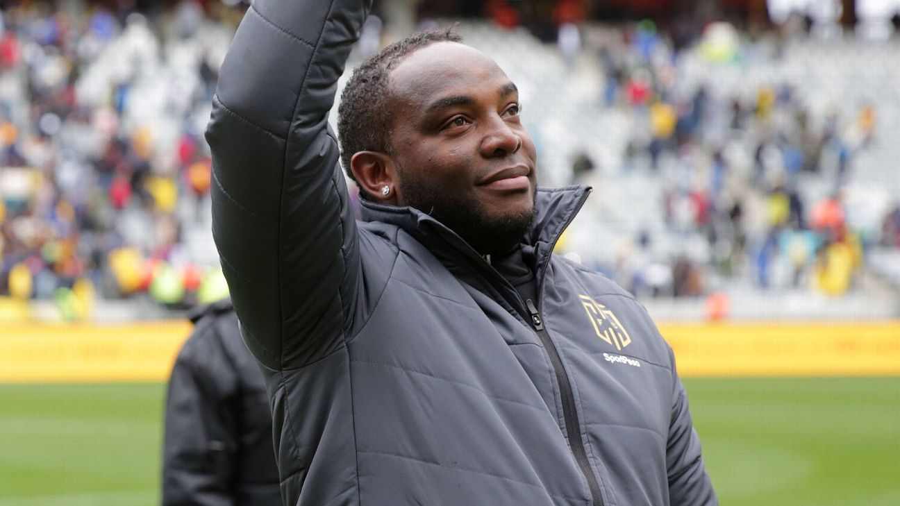 Benni McCarthy, coach of Cape Town City, acknowledges the club's supporters