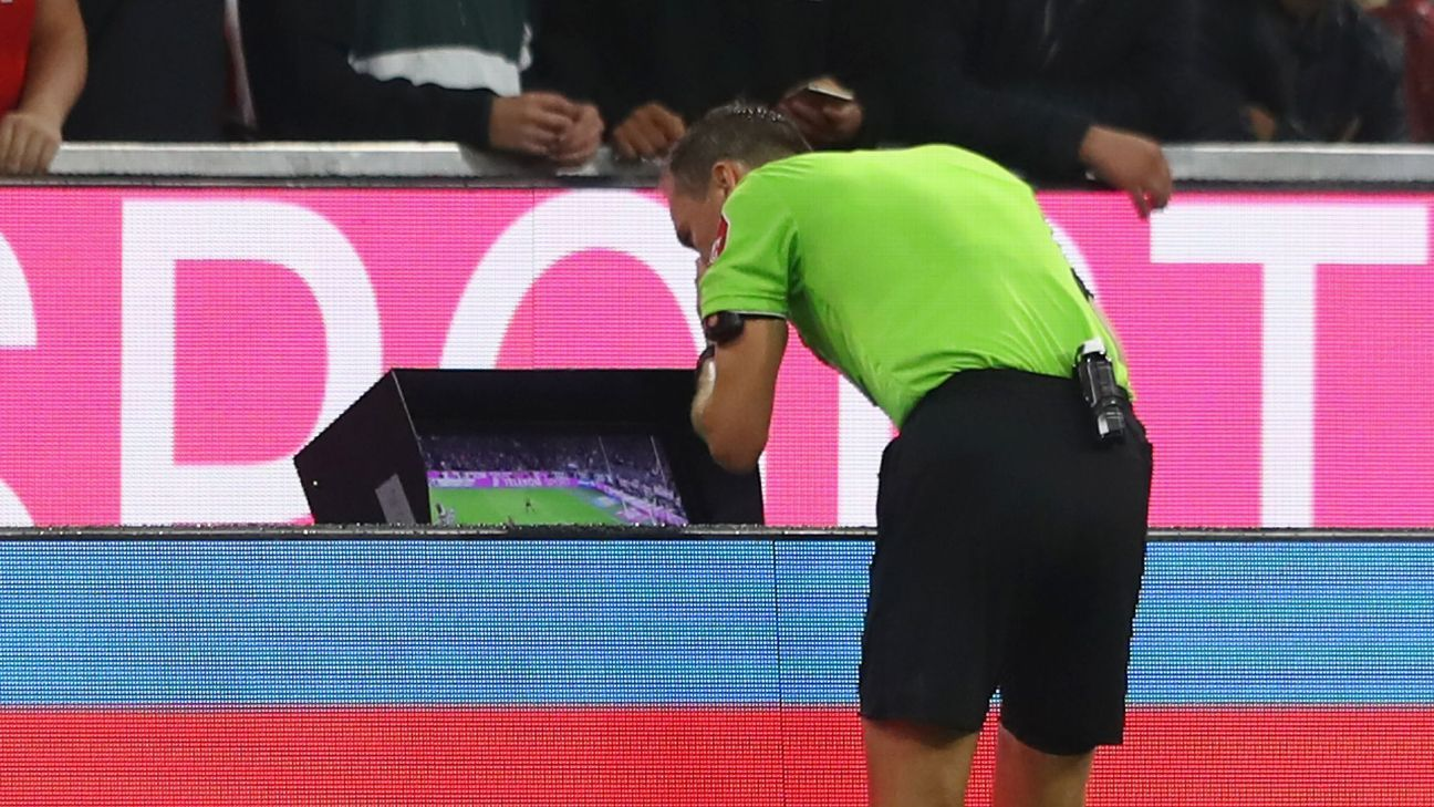 Referee Bastian Dankert views the VAR monitor during the Bundesliga game between Bayern Munich and Hoffenheim.