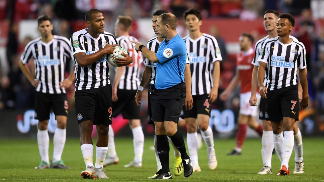 Salomon Rondon argues with the referee during Newcastle's Carabao Cup loss to Nottingham Forest.