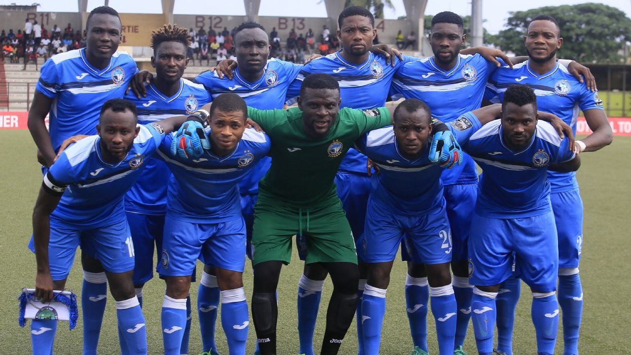 Players of Enyimba pose prior to a CAF Confederation Cup match