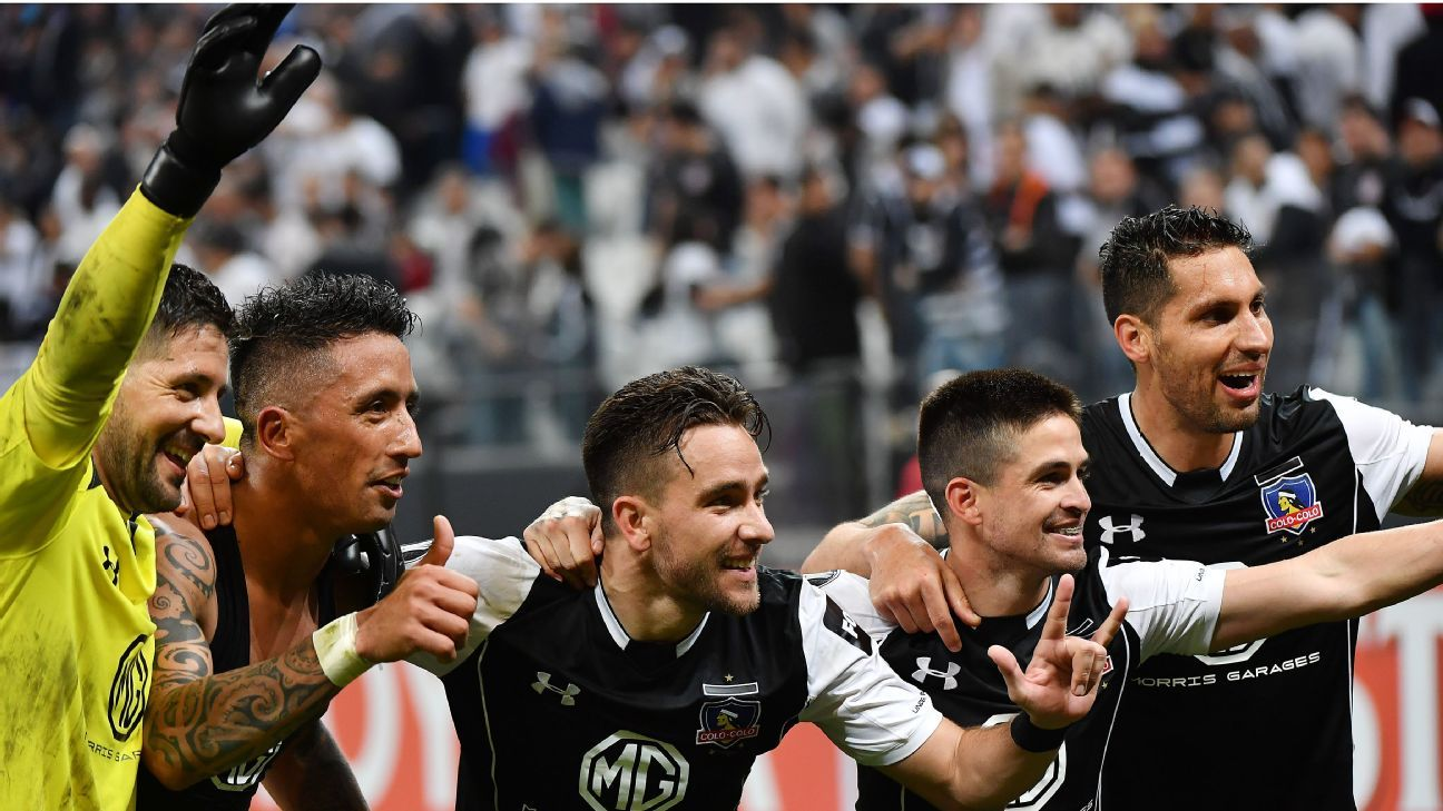 Colo Colo players celebrate after reaching the Copa Libertadores quarterfinals.
